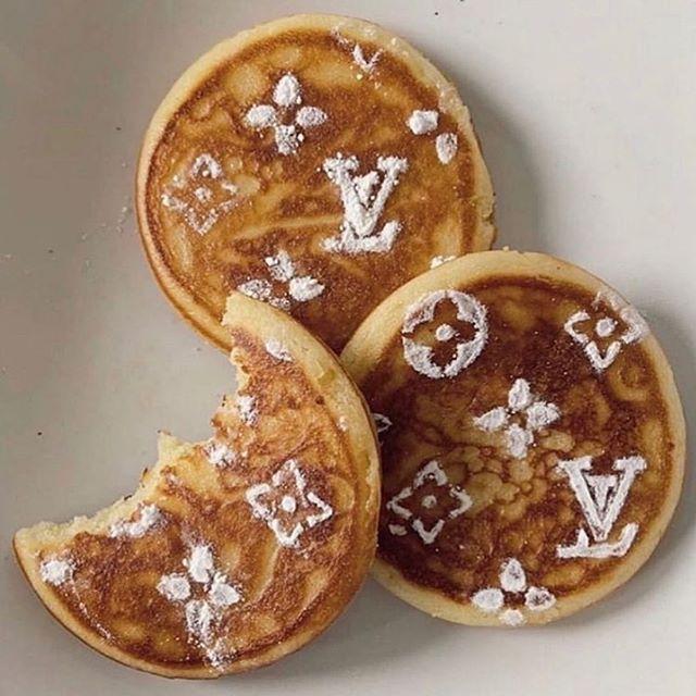 Sunday's are meant for #louisvuitton #pancakes #breakfastinbed #breakfastideas #powderedsugar #maplesyrup #luxlifestyle
