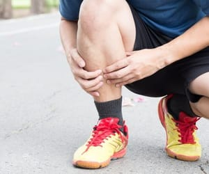 sports injury and shin splints image