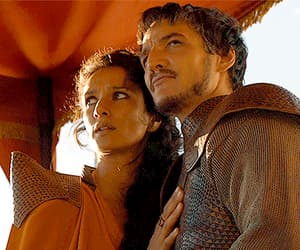 Ellaria Sand (Indira Varma) and Oberyn Martell (Pedro Pascal) in Game of Thrones