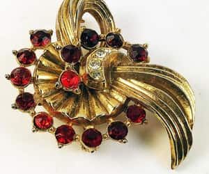 vintage brooches and pins image