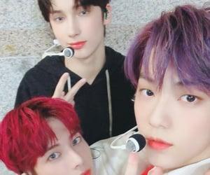 crown, moa, and yeonjun image