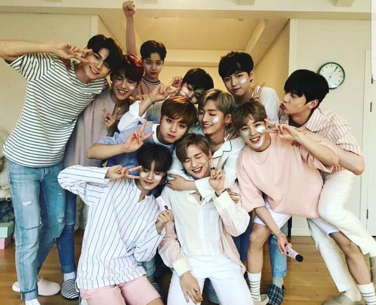 article, wanna one, and produce 101 image