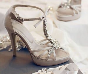 moda, tacones, and sandalias image