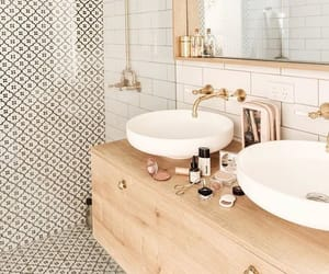 Modern and minimal bathroom design with wood accents #minimalbathroomdesign #bathroomdecor