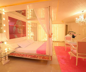 bedroom, luxury, and Marilyn Monroe image