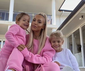 family and tammy hembrow image