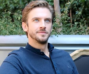 actor, beauty and the beast, and dan stevens image
