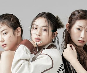 itzy, lia, and yuna image