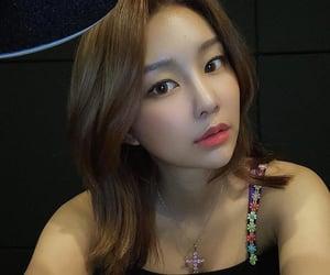 kpop, hyebin, and momoland image