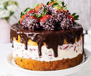 Strawberry chocolate cake........🍓🍰