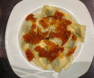 pasta, tomate, and raviole image