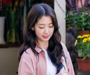 korean actress, wallpaper, and park shin hye image