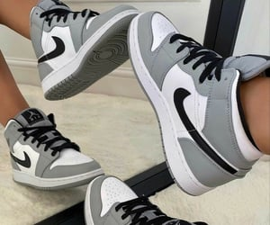 "Air Jordan 1 Mid ""Light Smoke Grey""  Sc:faarda024"