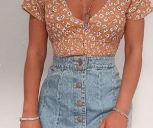 Awesome 20 Best Skirt For Your Summer Outfits Ideas This year  #womencasualoutfits #womenfashionideas #WomenSummerOutfits