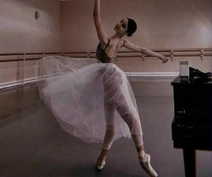 bailarina and ballet image