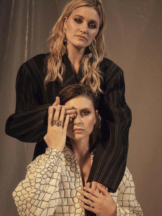 article, anna clendening, and charlotte lawrence image