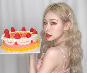 aesthetic, blonde, and cake image