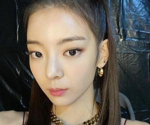 girl group, hair, and kpop image