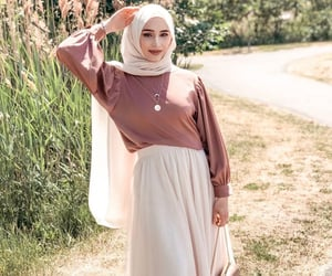 fashion, hijab, and women's fashion image