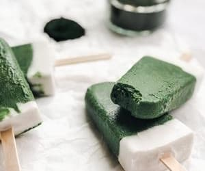 superfood popsicles and spirulina popsicles image