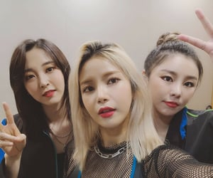 solar, moonbyul, and wheein image