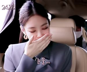 Jennie gif.  [ 24/365 with BLACKPINK EP.1 ]  cr. pinked-out