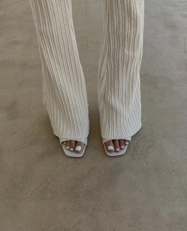 classic, legs, and velvety image