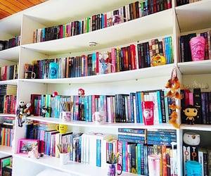 book, estante, and room image