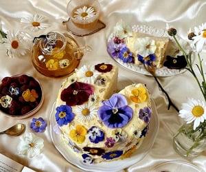 Flowers tea and flowers cake.