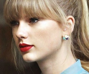 singer, Swift, and taylor image