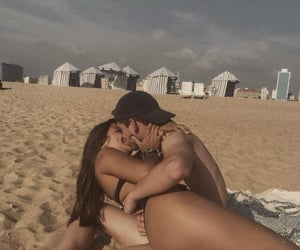 beach, beijo, and casal image