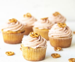 article, cupcakes, and dessert image