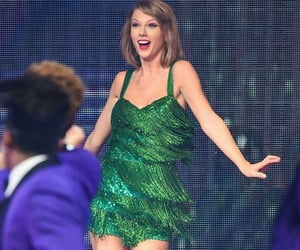 I love this green outfit!