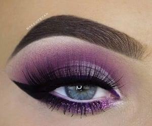 Awesome eye makeup art..........✨