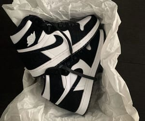 AIR JORDAN AIR JORDAN 1 RETRO HIGH OG PANDA TWIST FROM €530 on thefrenchreseller.fr