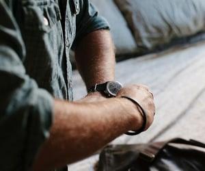 aesthetic, men, and reloj image