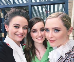 actresses, joey king, and kathryn newton image