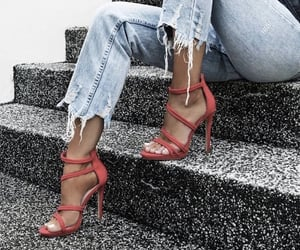 👠 heels with jeans is fire 👠