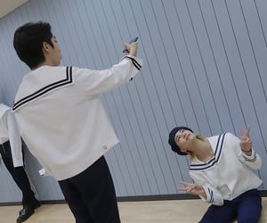 han jisung: part time idol, full time hyunjin's photographer