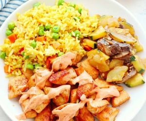 Hibachi Chicken Recipe. This Easy Hibachi Chicken is amazingly easy to make at home! Just cook the chicken with soy sauce, saute vegetables and make fried rice, all in just one pan! ❤❤❤