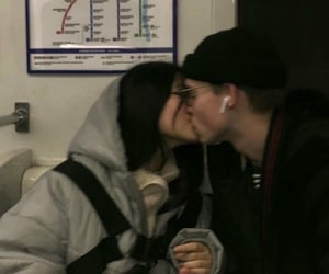 couple, aesthetic, and kiss image