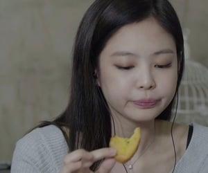 food, blackpink, and kim jennie image
