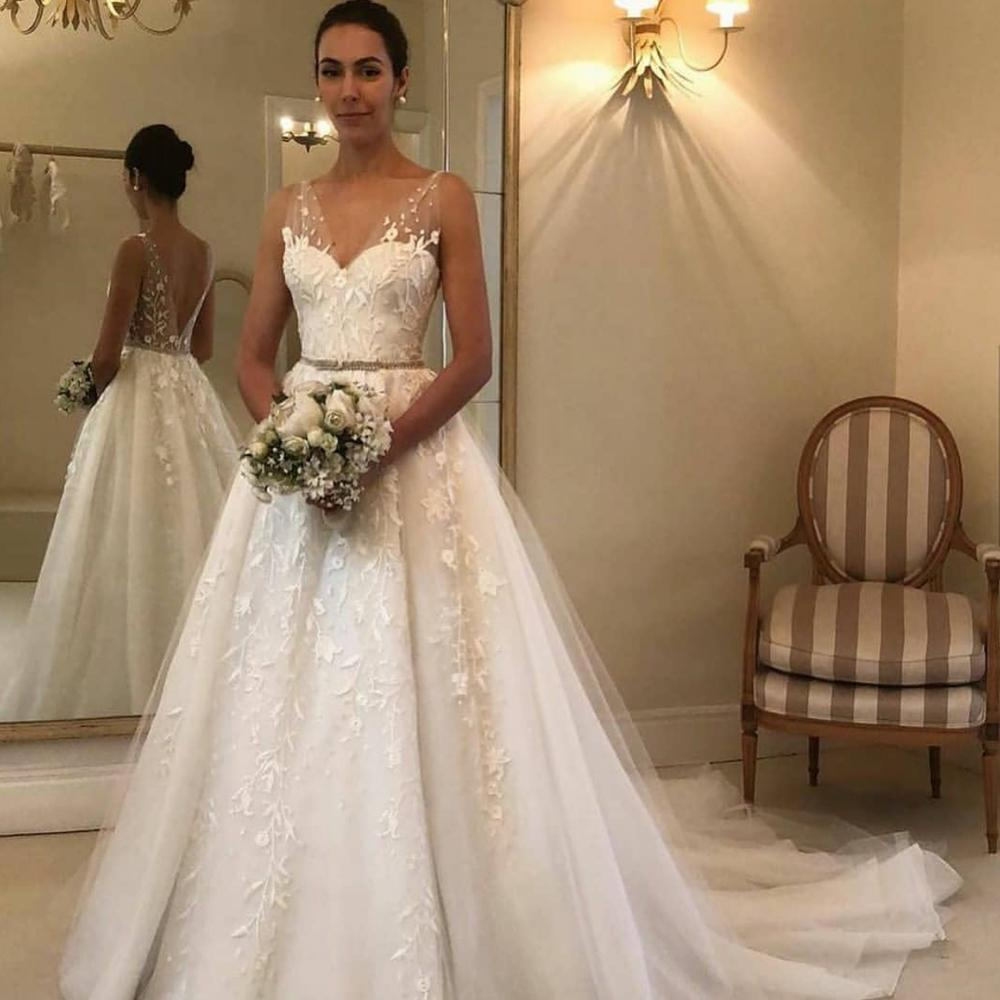 Simple Wedding Dresses Boho Lace Applique V Neck Sleeveless Off White Wedding Gown Vestido De Novia