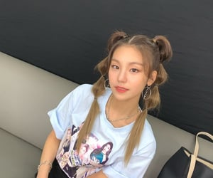 hair inspo, bubble ponytail, and itzy image