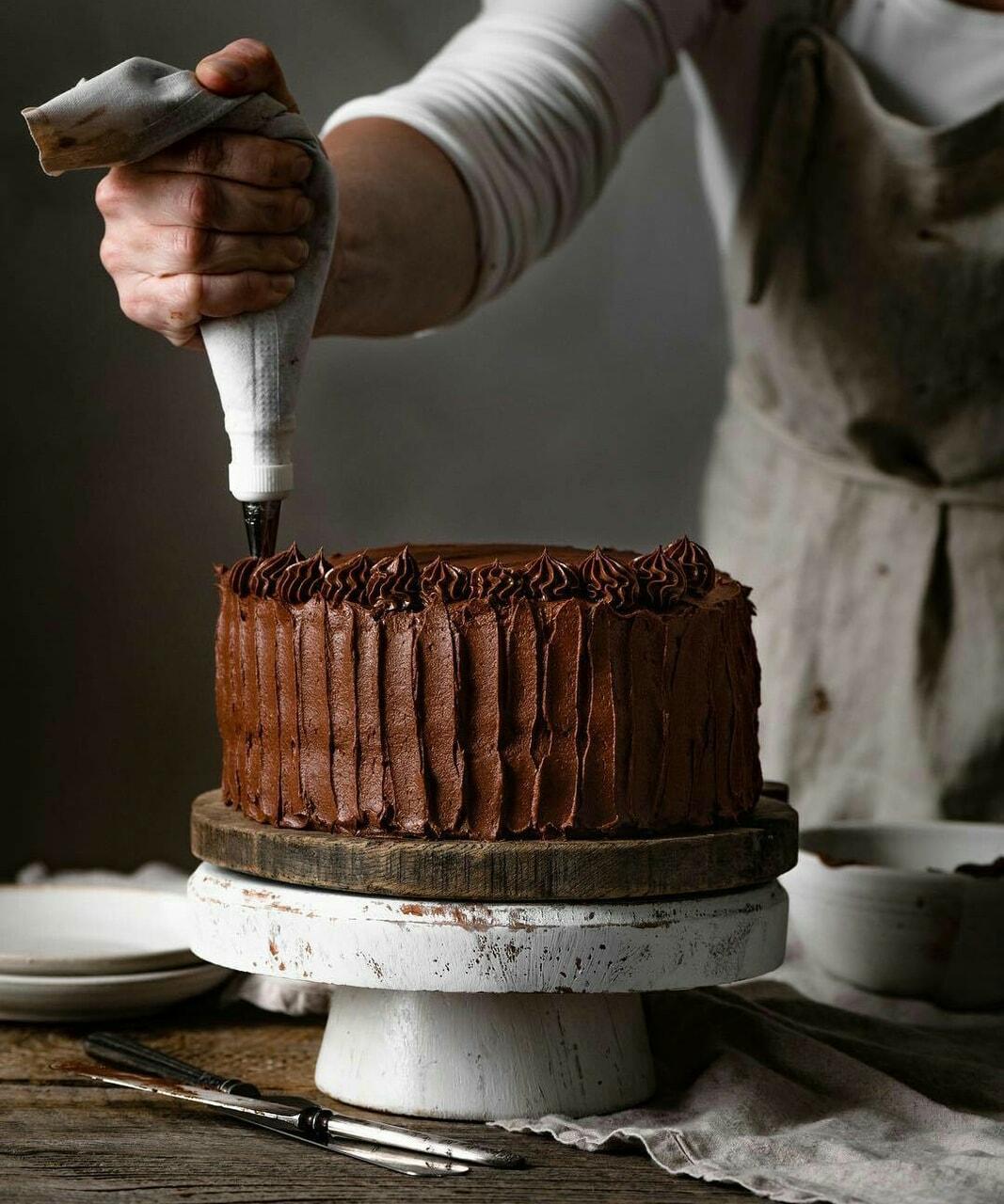 chocolate cake icing image