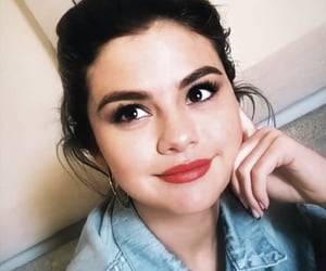 red lips and selena gomez image