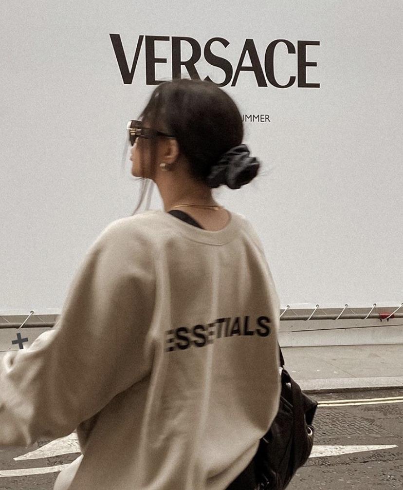 fashion, girl, and Versace image