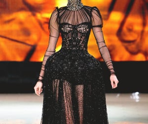Alexander McQueen, runway, and fashion collection image