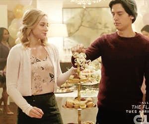beijo, casal, and cole sprouse image