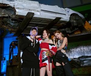 hyoyeon, soyeon, and loopy image
